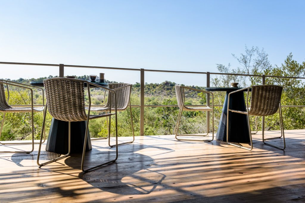 Singita-Lebombo-Lodge-Long-bar-deck reisized